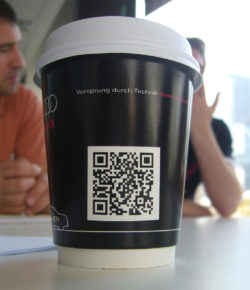 Foto: QR Code on a Coffee Cup. @ Alpha / flickr.com