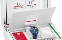 Auch Omega verpackt seine Olympia-Uhr in passender Verpackung. Foto: Omega